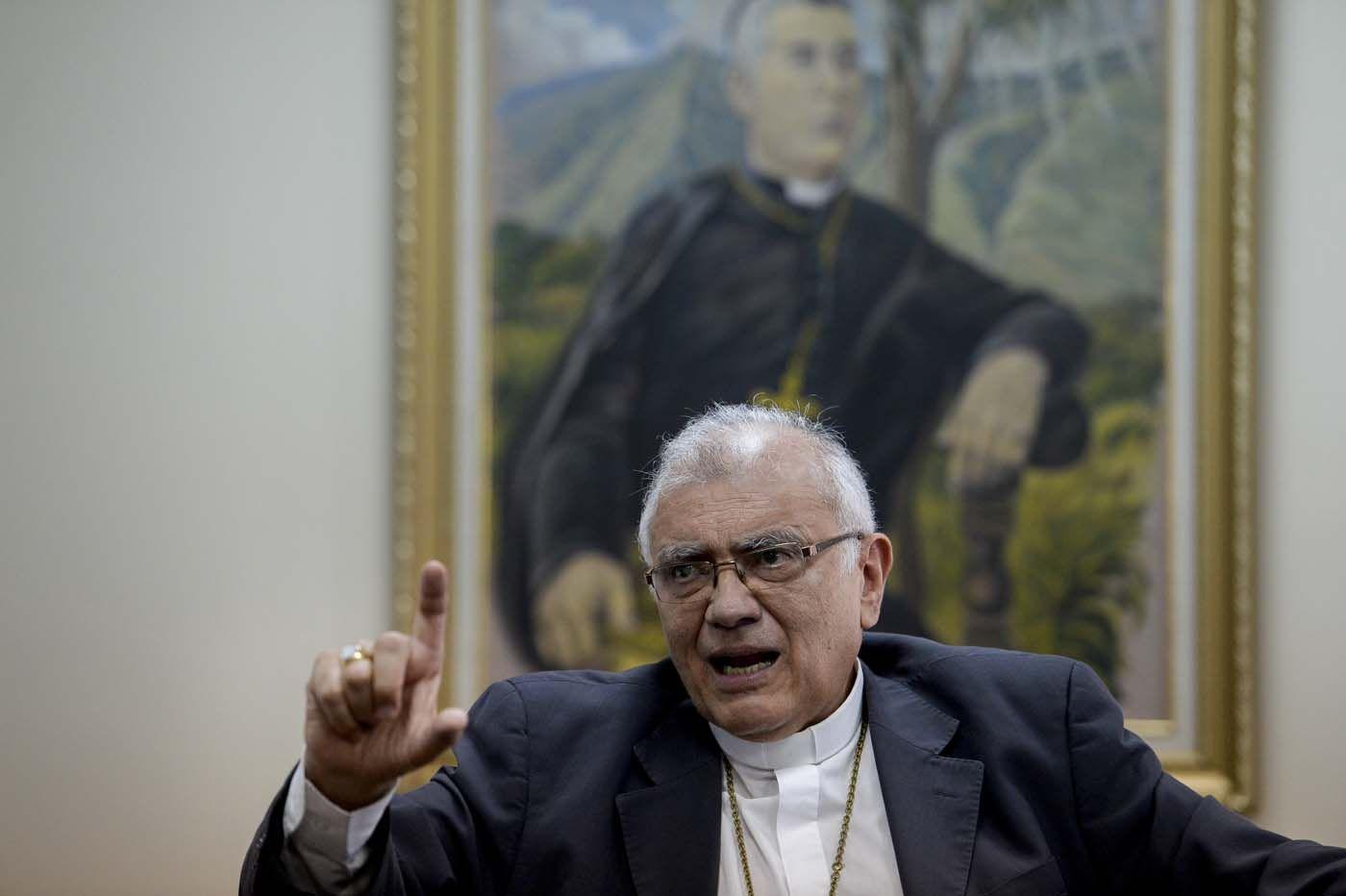Baltazar Porras: La Iglesia no está con la oposición, está con la gente - http://bit.ly/2eBPAHe