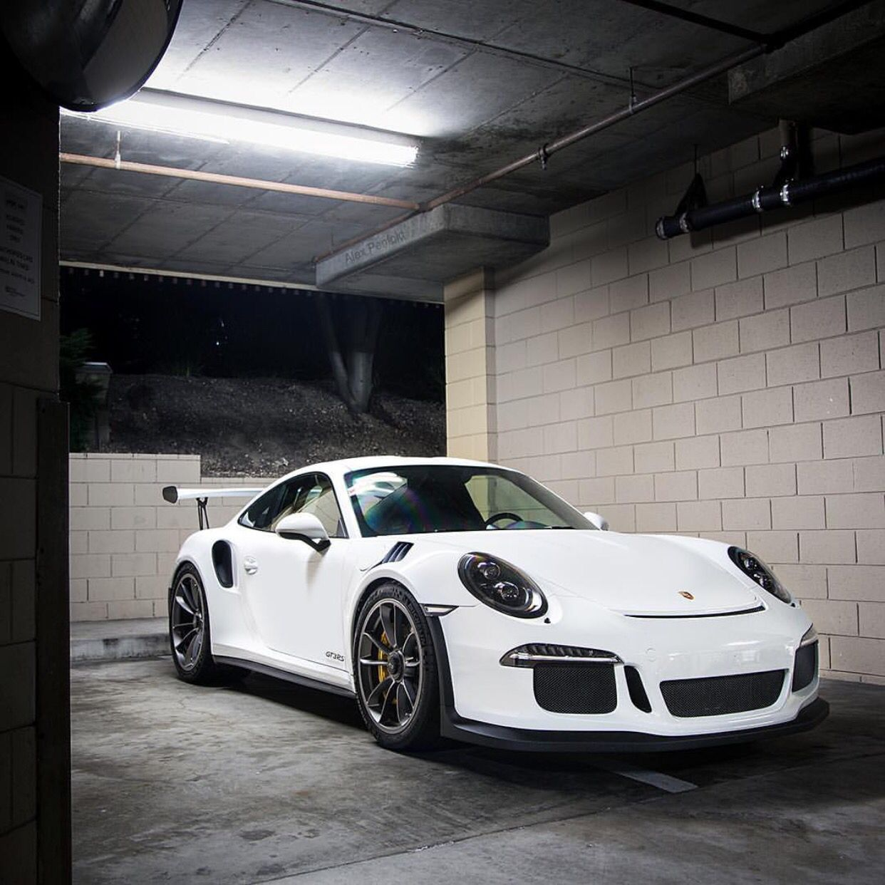 Porsche 991 GT3 RS Painted In White Photo Taken By