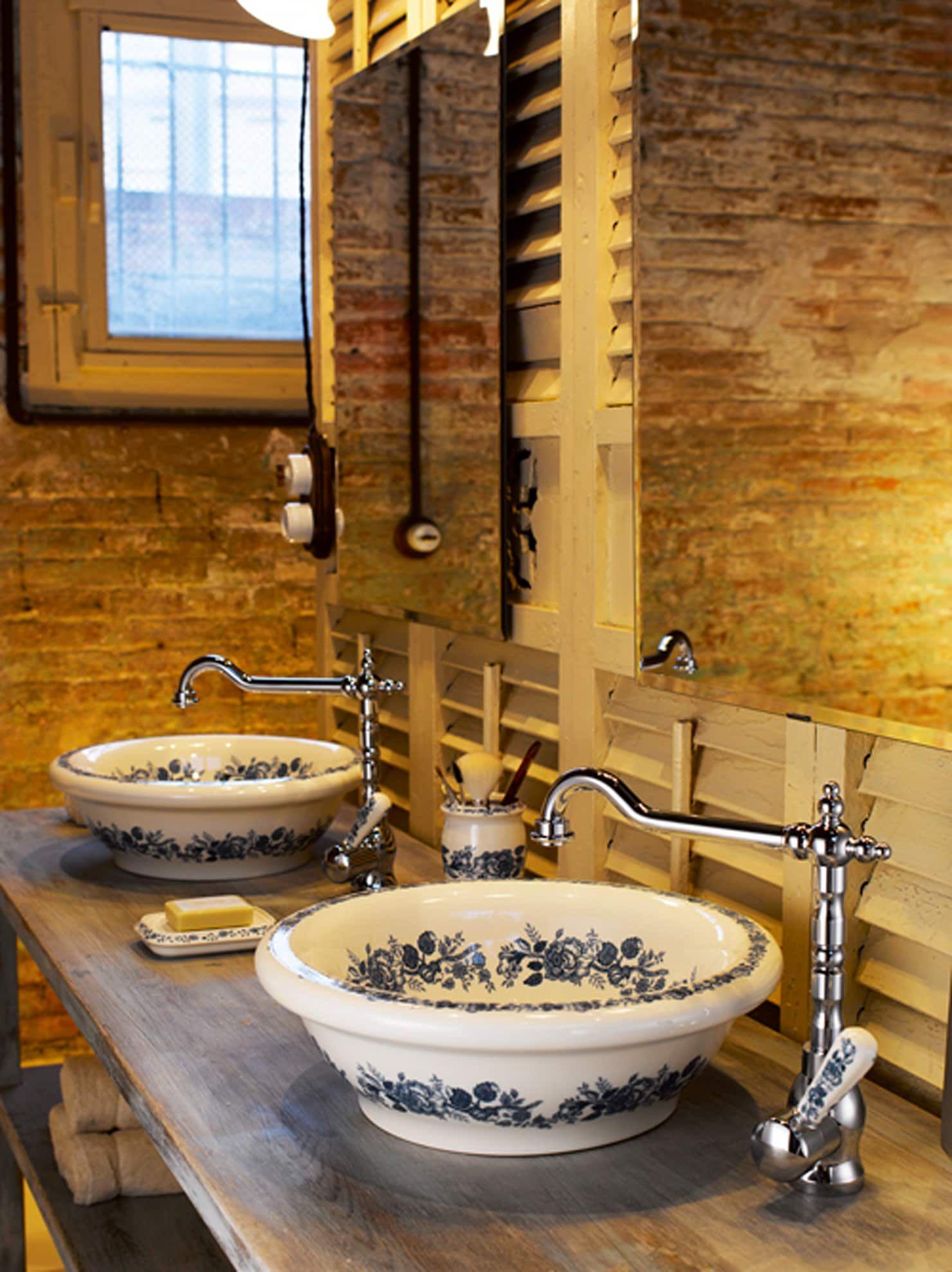 Von Ramon Soler Klassisch Urtumliche Badezimmer Klassisches Badezimmer Und Badezimmer Dekor