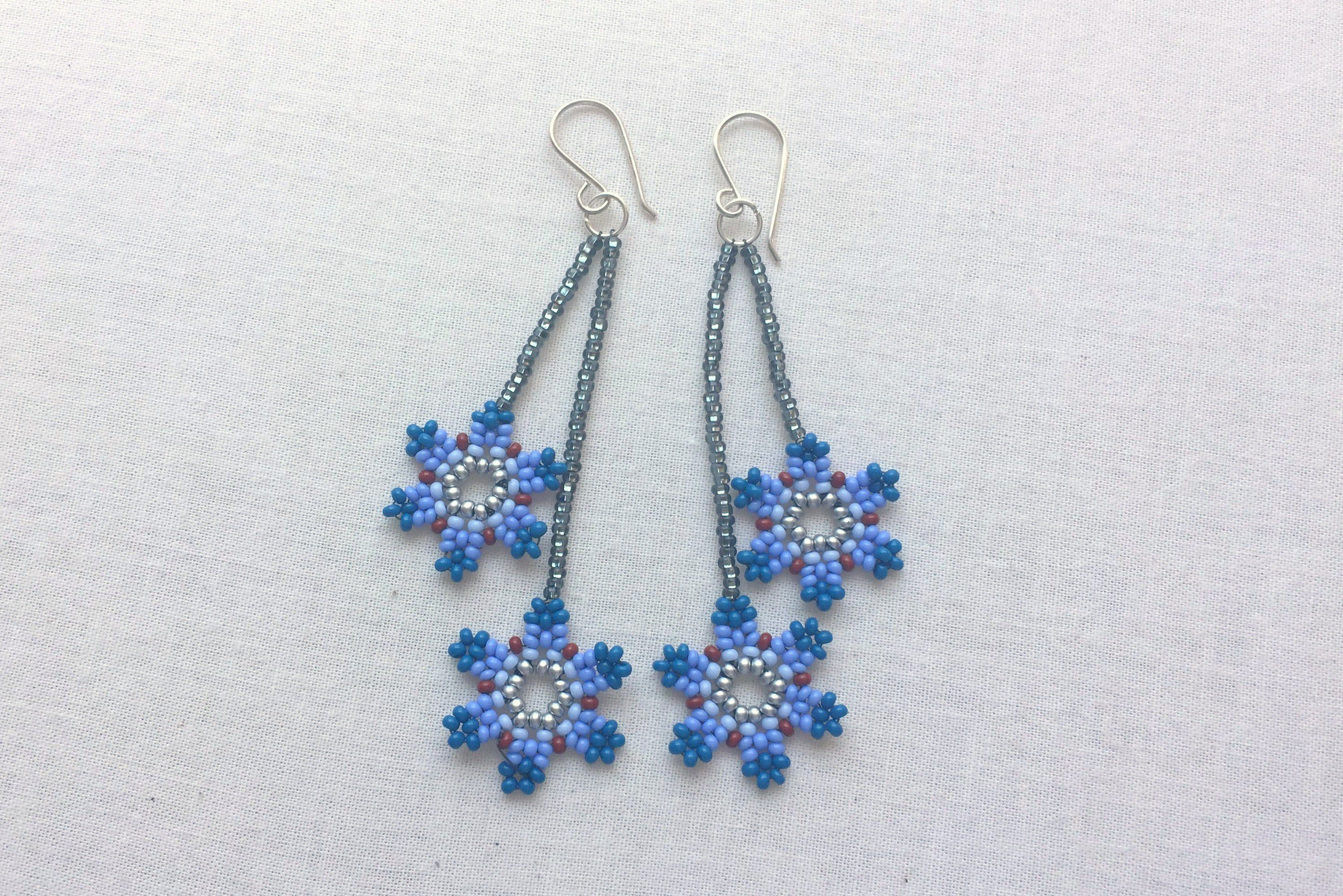 We Love These Diy Seed Bead Flower Earrings Beaded Earrings Tutorials Beaded Jewelry Beaded Hoop Earrings