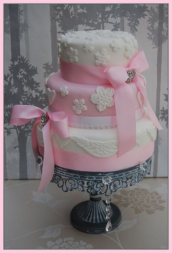 GRACE ELEGANT AND PRETTY   WEDDING CAKE WITH BLING