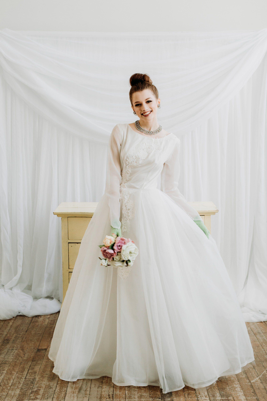 1950s White Wedding Dress Chic Vintage Brides Long Sleeve Wedding Dress Lace Wedding Dresses Lace Wedding Dress Shirt [ 3000 x 2000 Pixel ]