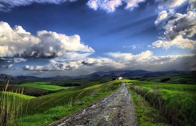 Tuscany, Italy (via La Toscana).