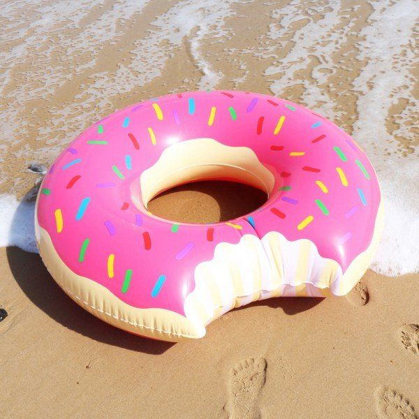 Bouée Géante Donut Fraise #donut #donuts #beach #pool #float #inflatablefloat #inflatable #strawberry