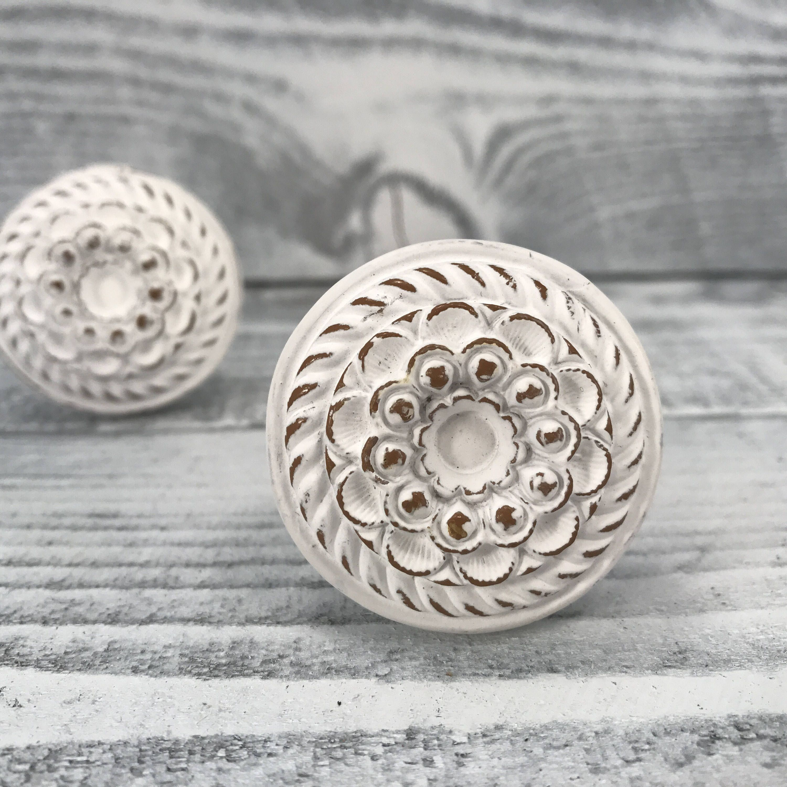 White Washed Shabby Chic Knobs, White & Gold, French Country Drawer Pulls, Farmhouse Knob Cabinet Supply, Item #516965860 by MiCraftSupplies on Etsy