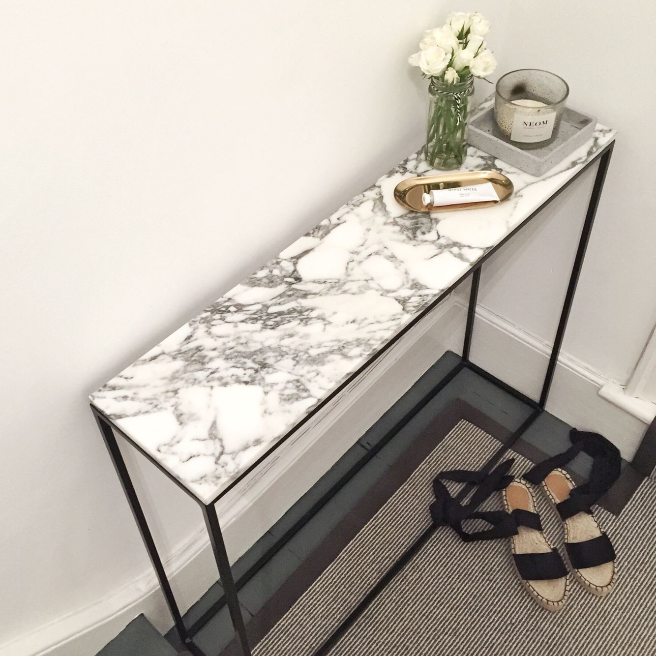 Modest But Chic Entryway Table The Frugality La Redoute Console Table Muebles De Entrada Decorar Entrada Casa Mesas Con Marmol