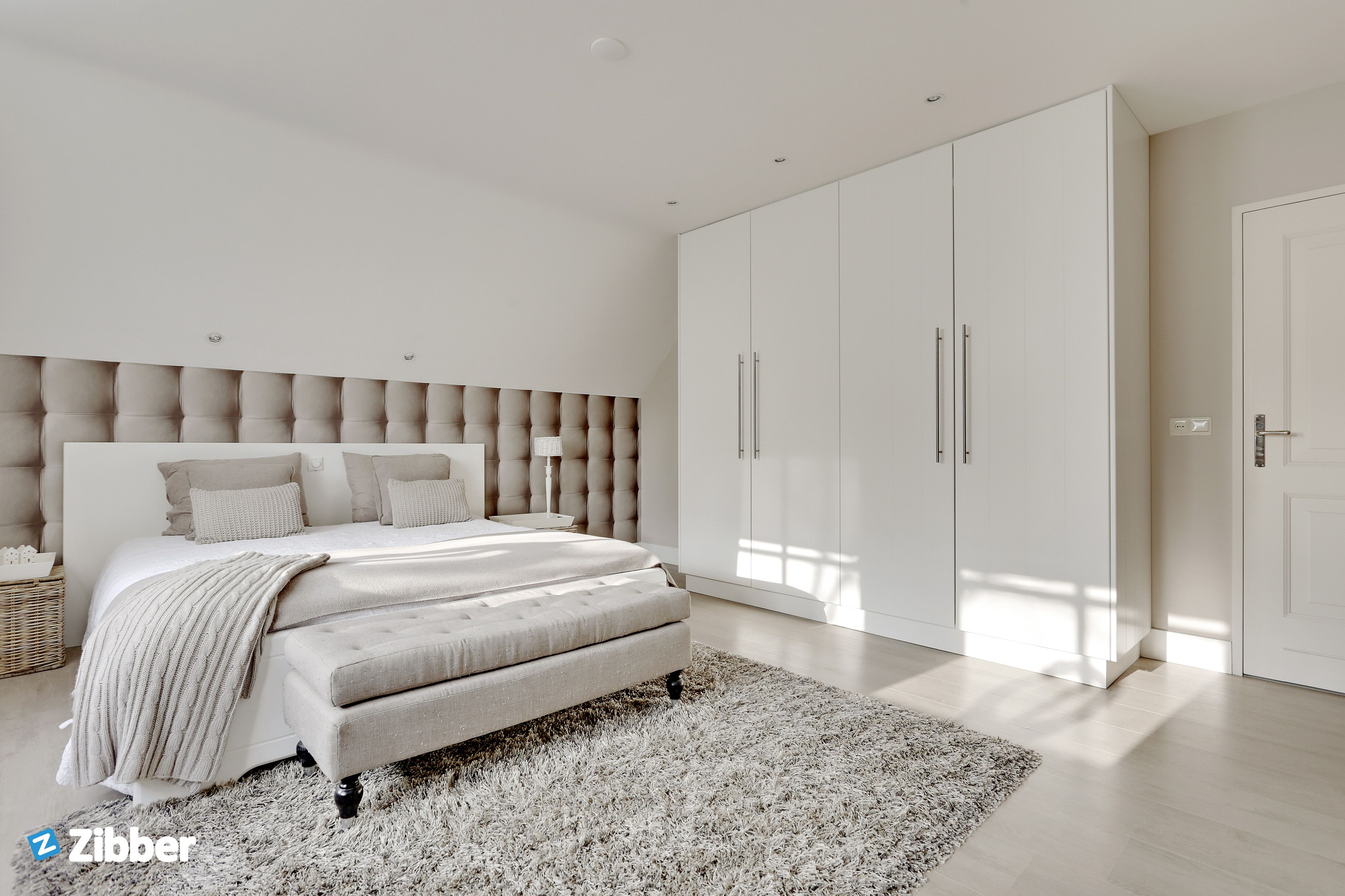 Soft tones and wide space l Zibber