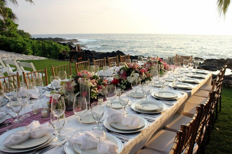 Kona Beach Bungalows Hawaii Venues Family Style Wedding Reception Seating Arrangement By The