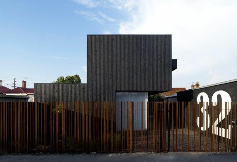 vallas-metalicas-palos-acero-oxidado-original Architecture