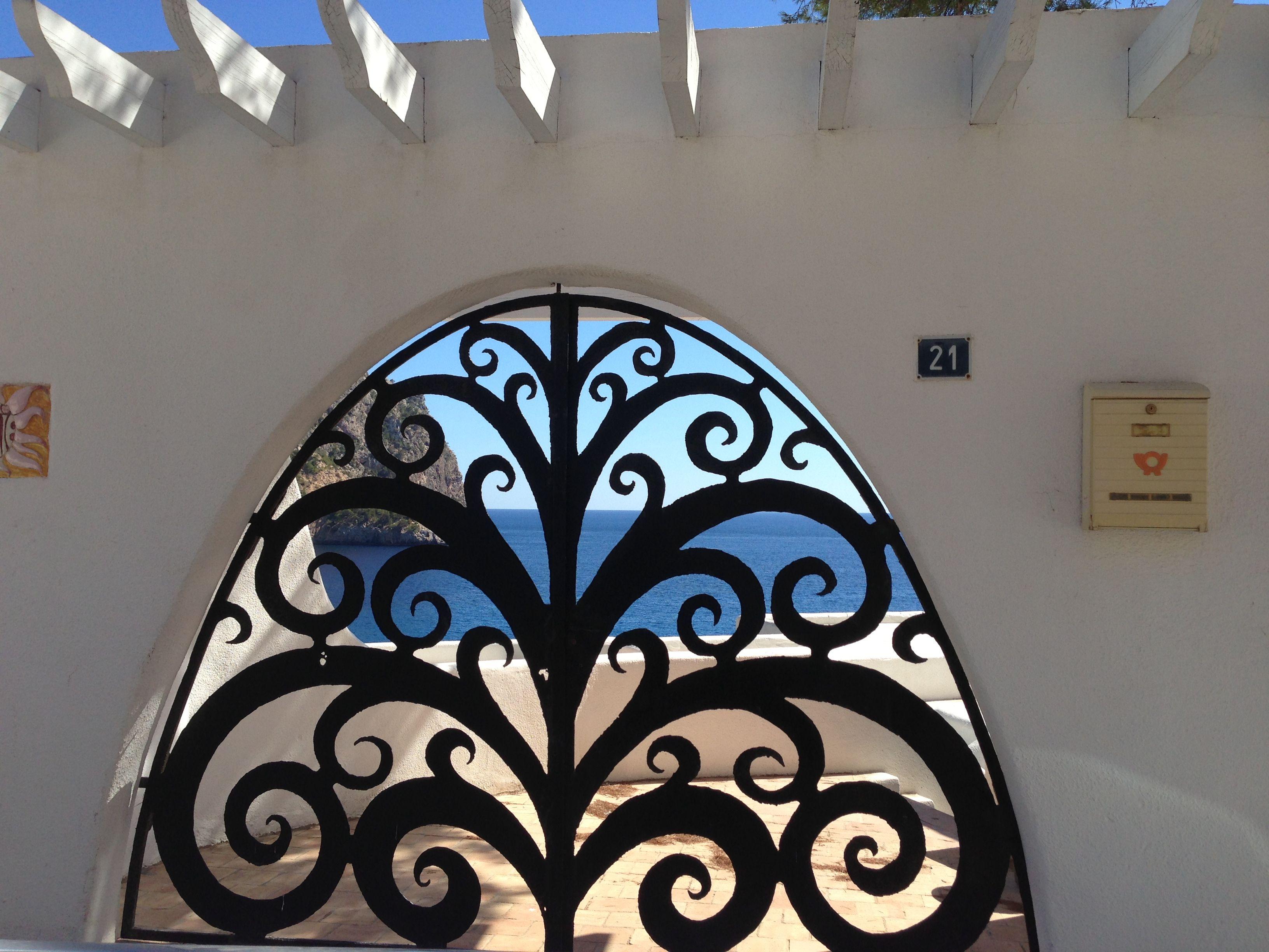Einfaches wohnmöbel design door design  cala llamp mallorc diseño de puerta en hierro forjado