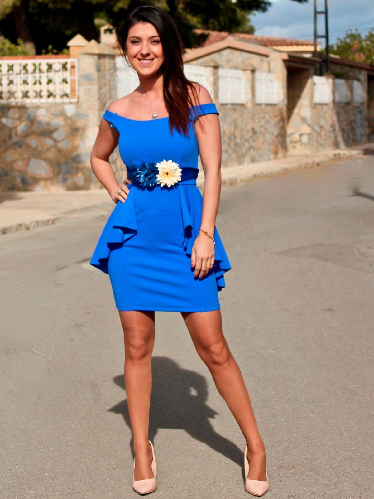 Vestido azul con cinturon flores