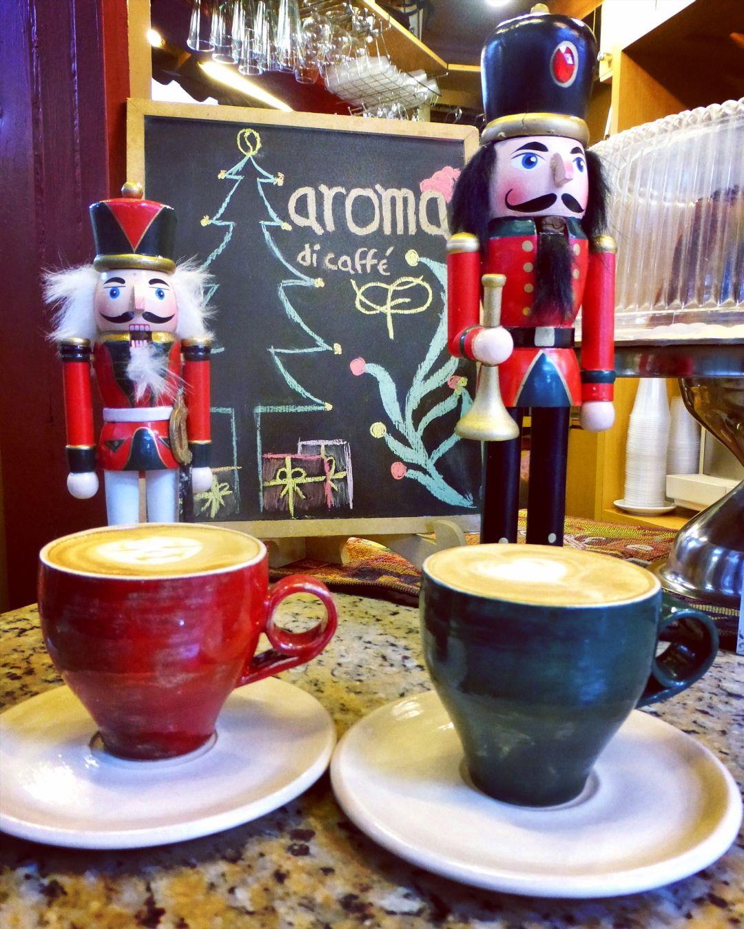 A R O M A  D I  C A F F É   Es tiempo de compartir disfrutar y celebrar. Acompáñanos y vive cálidos momentos con la mejor compañía.  Deléitate con el mejor café.  Sólo en: #AromaDiCaffé  . #MomentosAroma #SaboresAroma #ExperienciaAroma #Caracas #MejoresMomentos #Amistad #Compartir #Café #CaféVenezolano #Capuccino #LatteArt #Coffee #CoffeePic #CoffeeLovers #CoffeeCake #CoffeeTime #CoffeeBreak #CoffeeAddicts #CoffeeHeart #InstaPic #InstaMoments #InstaCoffee #Navidad #Cascanueces #Christmas…