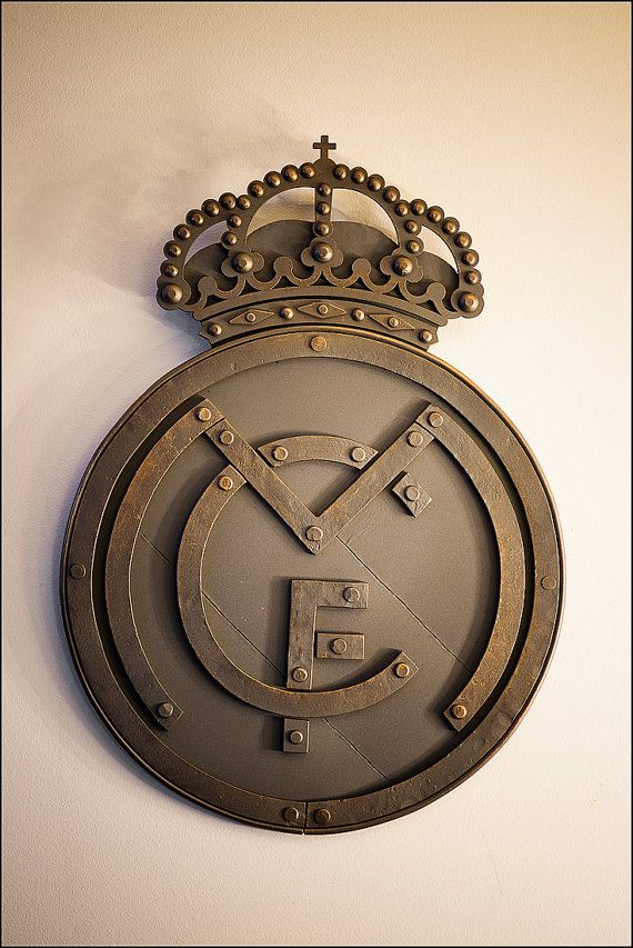 Real Madrid mano forjada decoración de paredes logo por PanPanak