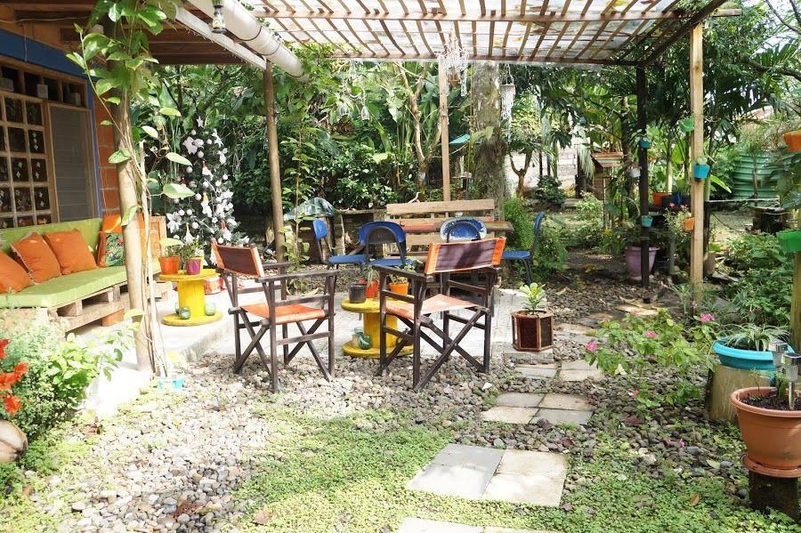 Decorando el patio con material reciclado y low cost for Materiales para patios exteriores