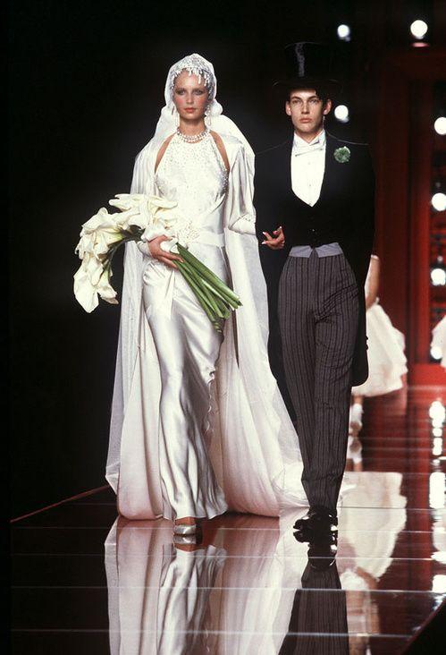 les robes de mariée mythiques iconiques de la haute couture mariage Le défilé Christian Dior automne-hiver 2000-2001