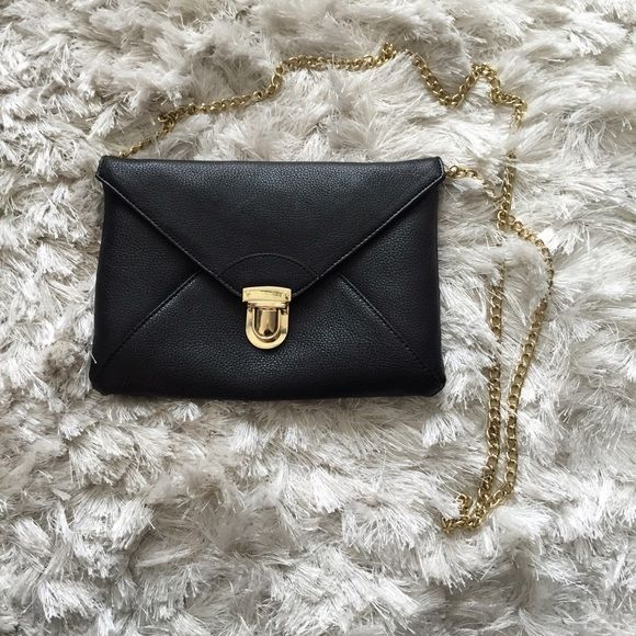 Black Crossbody Envelope Bag Black Crossbody envelope bag. Excellent condition!! Perfect for girls night out!! 9.75 L x 6 H Forever 21 Bags Crossbody Bags