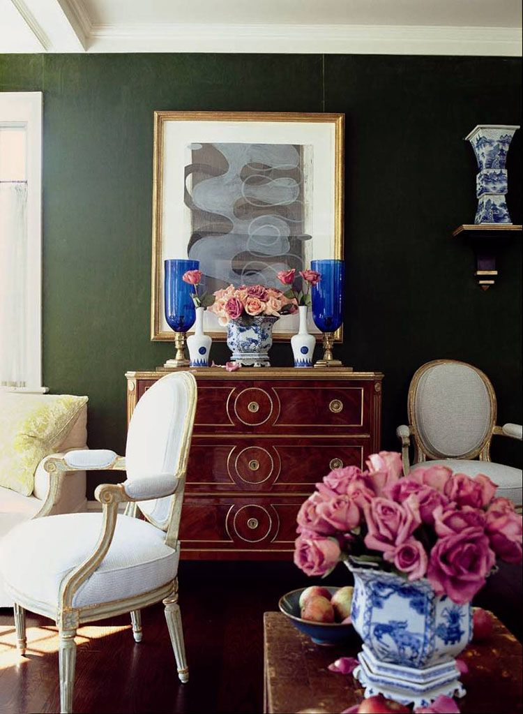 blue accents & Chinese porcelain in this rich green room ~ Jeffrey Bilhuber design