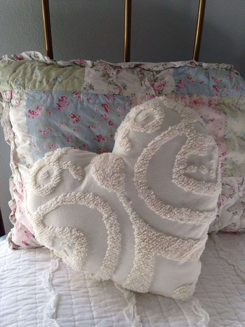 Heart Shaped Pillow From Vintage Chenille Bedspread Diy Chenille Crafts Chenille Bedspread Valentines Pillows