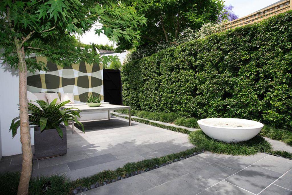 Garden Landscaping Minimalist Modern Garden With Concrete Floor Garden Landscaping Desi Courtyard Gardens Design Backyard Landscaping Designs Minimalist Garden