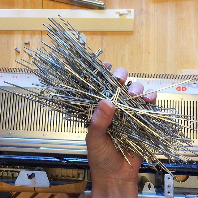 Refurbishing this Toyota KS 901 knitting machine. It had to be ...