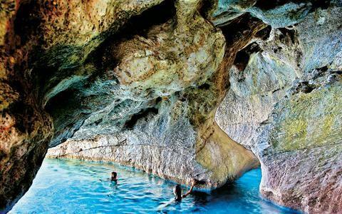 Κολύμπι και αξέχαστες βουτιές μέσα στις πολύχρωμες σπηλιές των Μαρμάρων (Διαλισκάρι). Φωτογραφία: Γιώργος Πατρουδάκης, Ηρακλής Μήλας