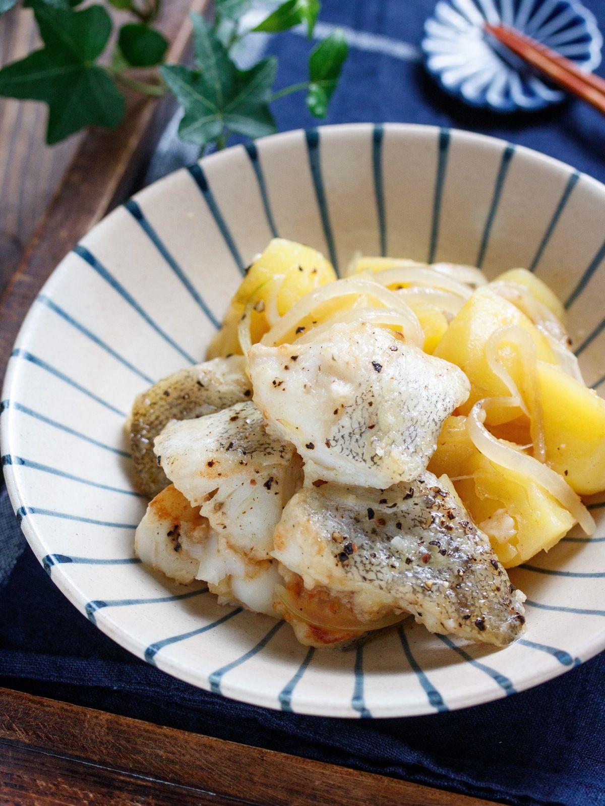 タラとじゃがいものコンソメバター蒸し 簡単 時短 by yuu レシピサイト nadia ナディア プロの料理家のおいしいレシピ レシピ レシピ 食べ物のアイデア じゃがいも
