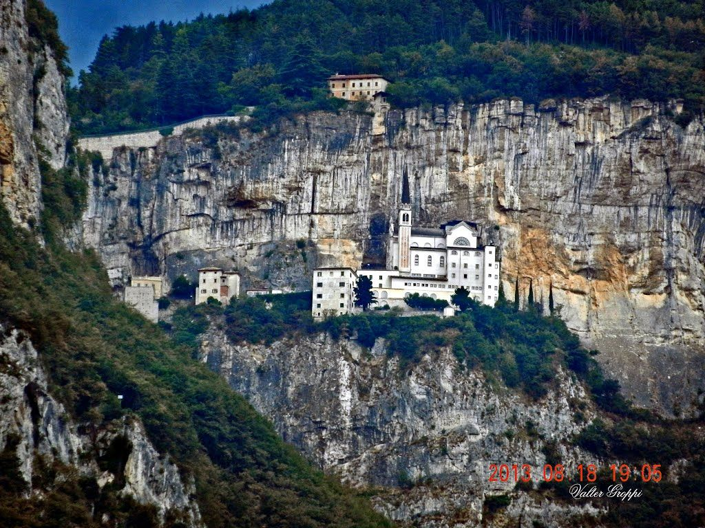 Santuario madonna della corona verona italian for Santuario madonna della corona