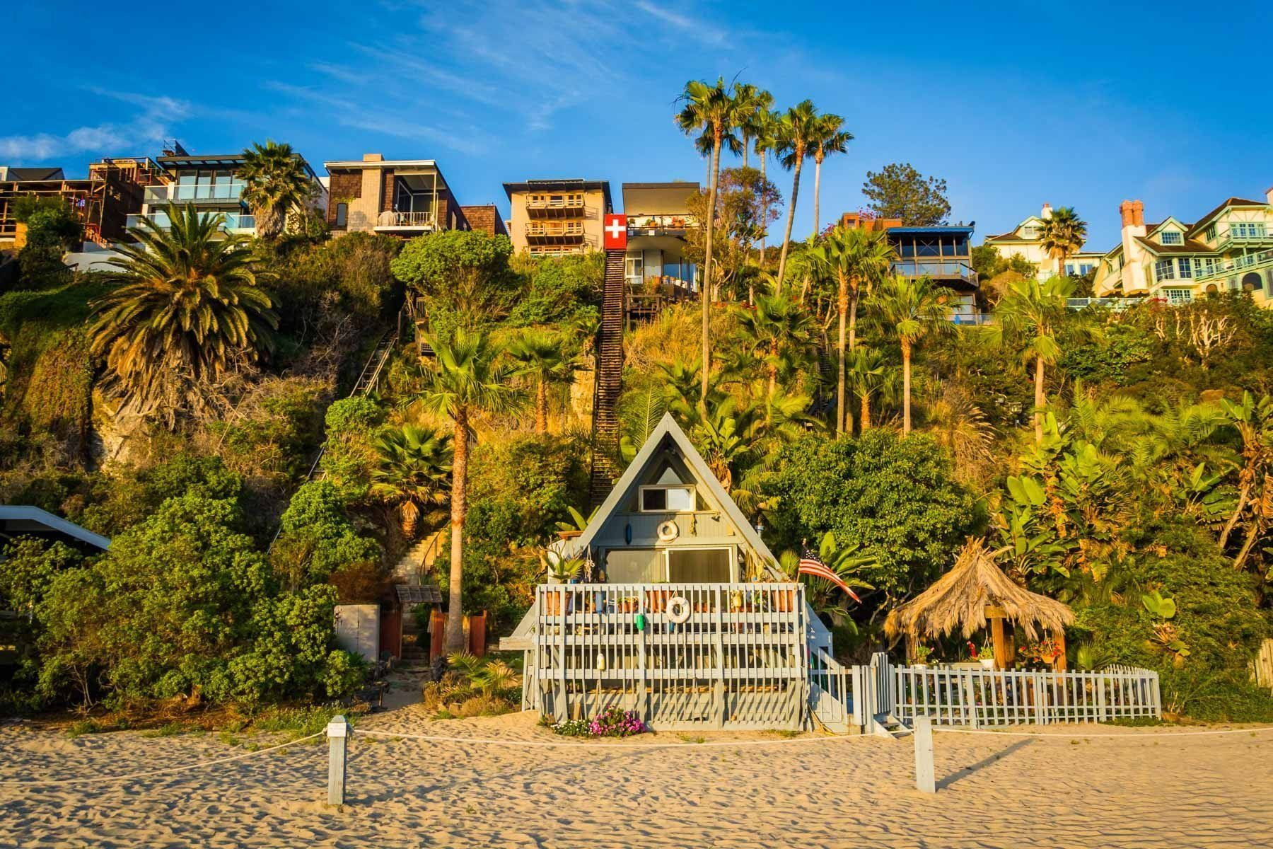 Houses on the beach and cliffs at Thousand Steps Beach, in Laguna ...
