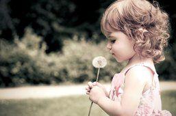 Bambino, bambino, ragazza, fiore, riccioli di tarassaco