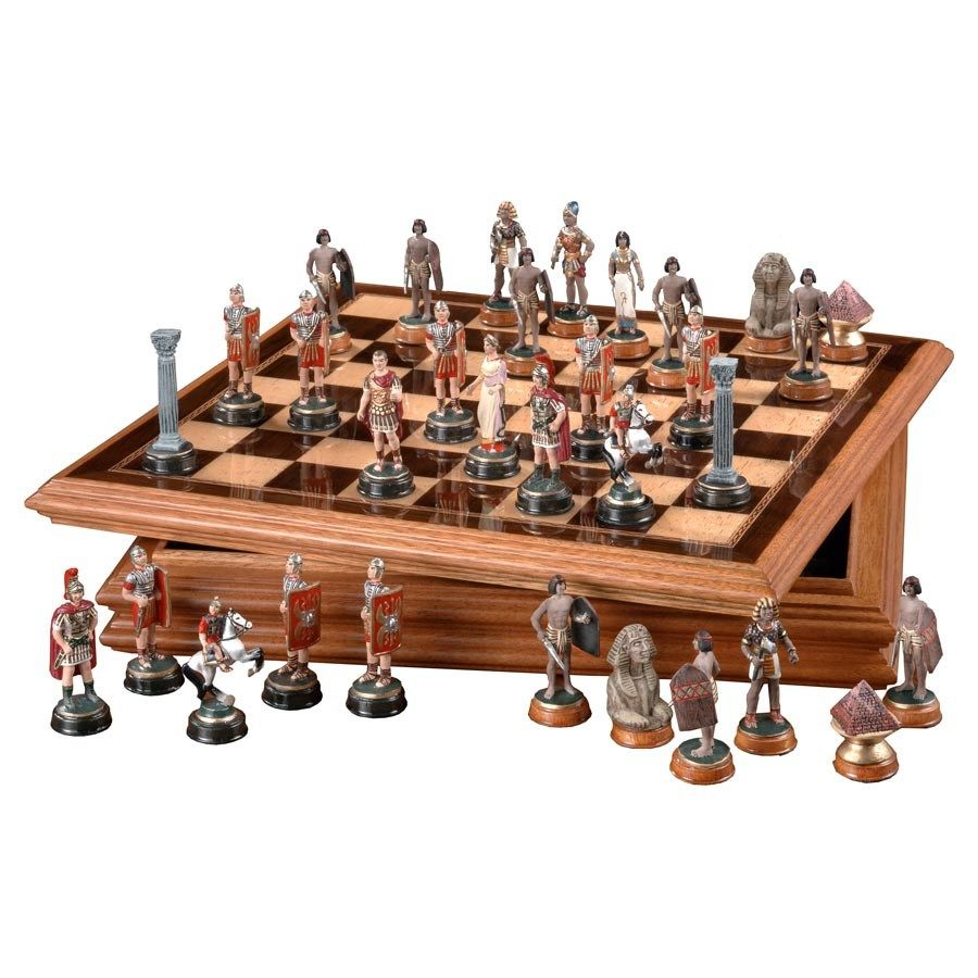 This Set Is Exclusively Ours For The Romans The King And Queen Are Emperor Julius Caesar And Empress Claudia The Bishops Are Roman Centurions The Roo Ajedrez
