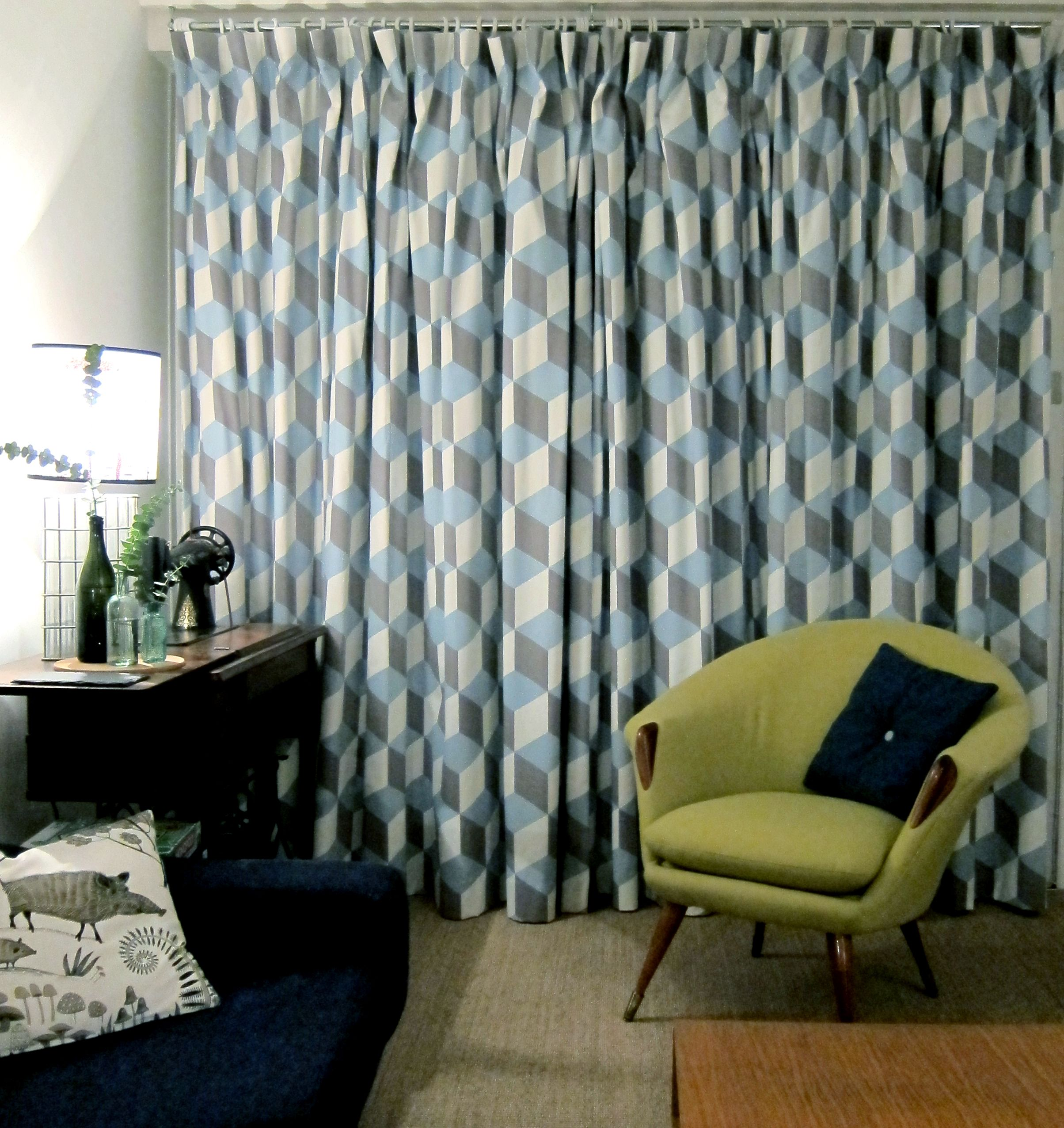 Mid century modern style lounge with bold geometric print curtains ...