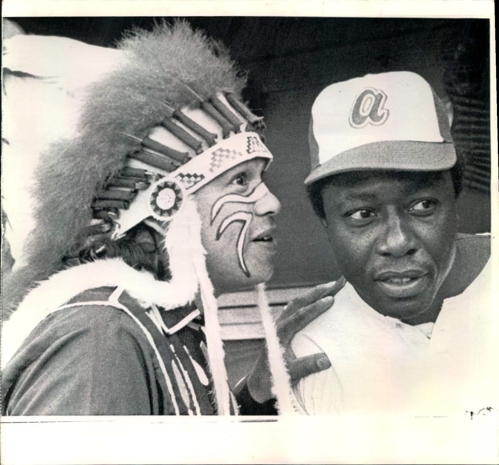 Chief Noc A Homa And Hank Aaron Atlanta Braves Atlanta Braves Wallpaper Atlanta Braves Baseball