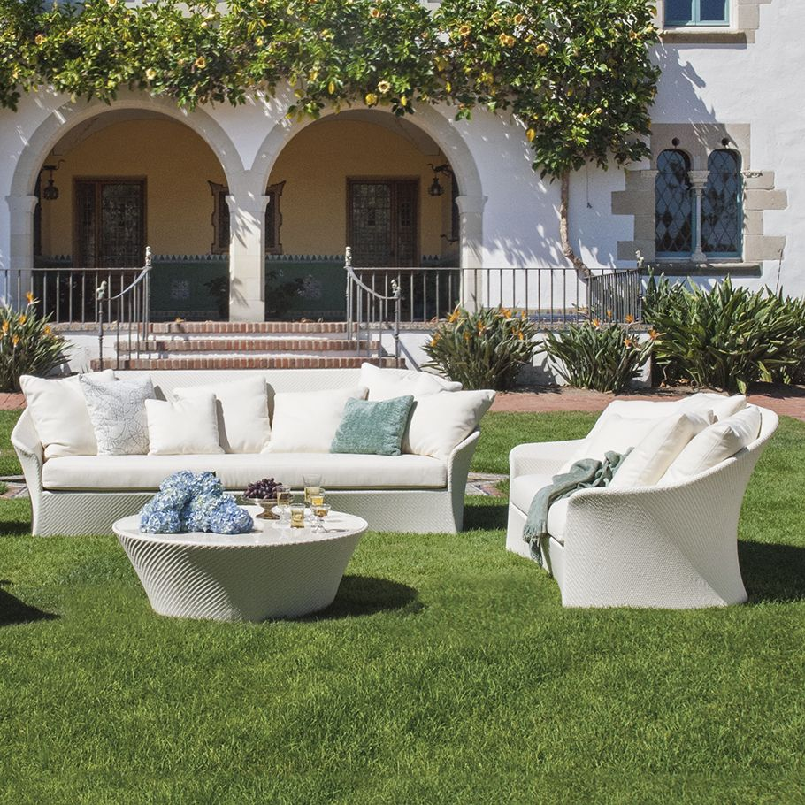 For more than 35 years, JANUS et Cie has offered the best in indoor and outdoor contract, hospitality, site and residential furnishings…each piece a superior example of design and craftsmanship.  JANUS et Cie offers diverse, integrated product lines that add a distinctive look to the world's finest private and public settings: corporate lobbies and campuses, public and government centers, boardrooms, meeting rooms, training rooms, café, lounge and dining areas, hotels, universities…