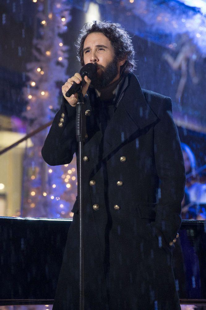 PHOTO: Josh Groban Performs on Tonight\'s CHRISTMAS IN ROCKEFELLER ...