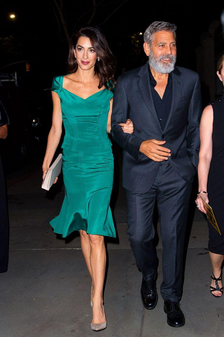 Amal Clooney tritt in einem eleganten Smaragdlook für Date Night mit George  aus - Promi-Sichtungen in New York City – 1… in 2020   Amal clooney,  Modestil, Mode inspiration