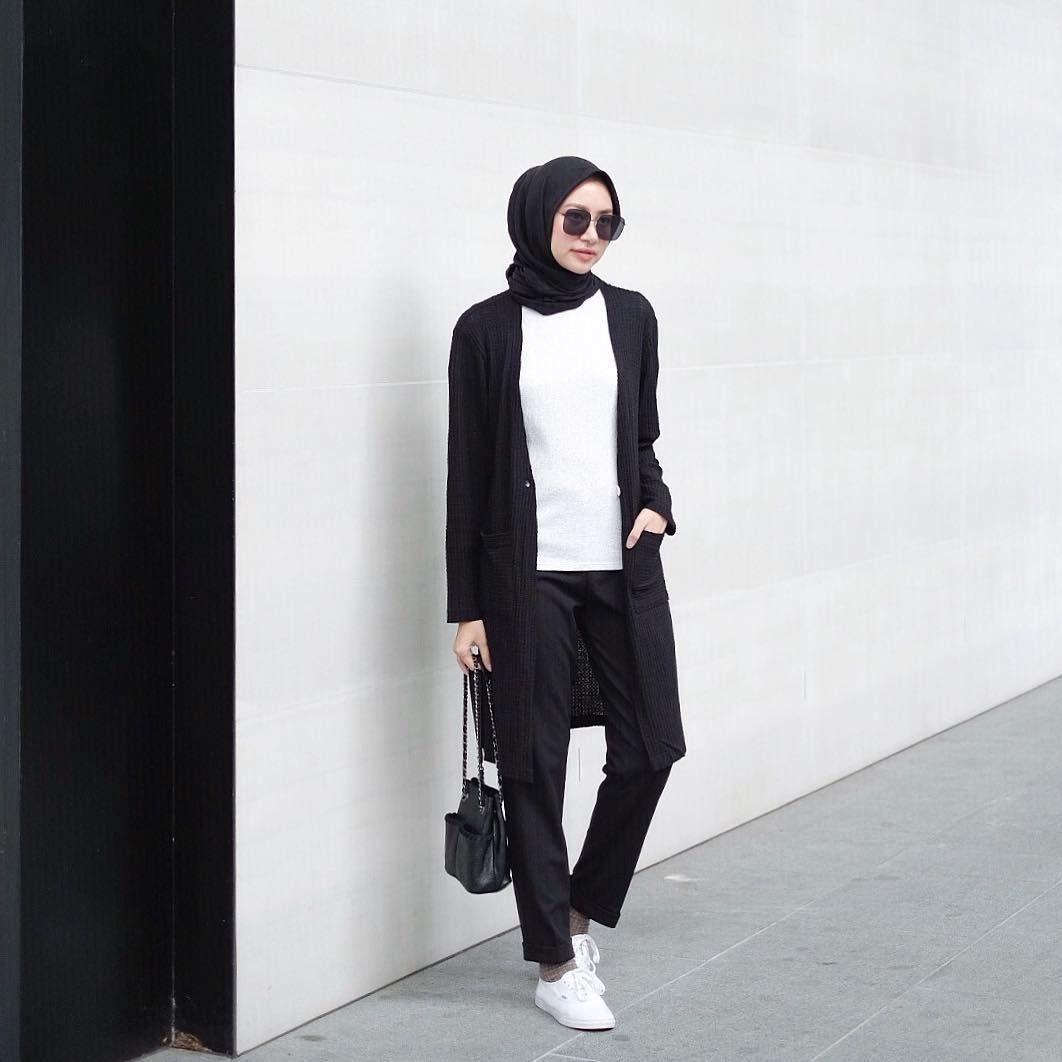 Siti Bahjatina Di Instagram Must Have Fashion Items Nya Aku Salah Satunya Outer Jadi Kalo Lagi Males Bisa Langsung Cusss Gitu Hijab Chic Kasual Pakaian Kuliah