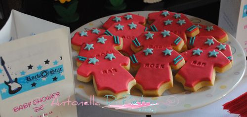 Cookies body rock and roll. Galletitas para baby shower. Baby Shower. Fiesta de pañales http://antonelladipietro.com.ar/blog/2012/10/babyshower-rockero/