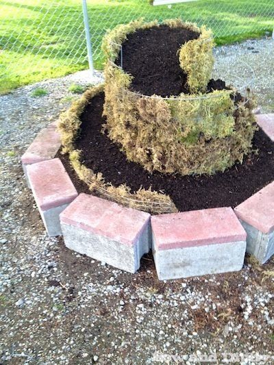 ... FULL ARTICLE @ http://wowthatsmygarden.com/landscaping-made-easy-use-these-helpful-tips/