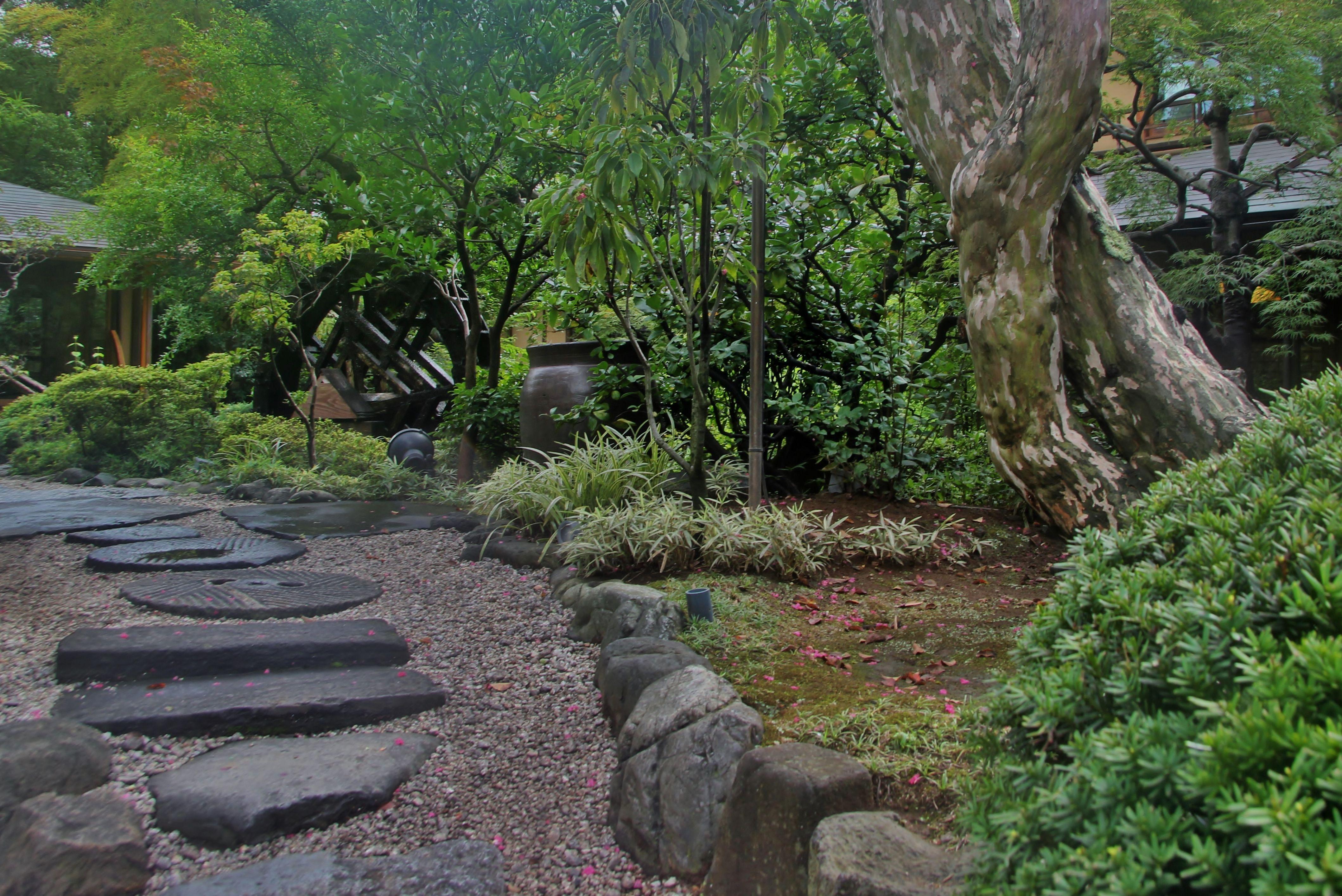 Building A Pebble Beach In A Garden Pond - Japanese