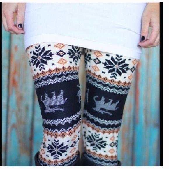 Snowflake & Deer Warm Leggings Adorable leggings, warm, elastic waist. Good condition has a slight hole in crotch area. Pants Leggings