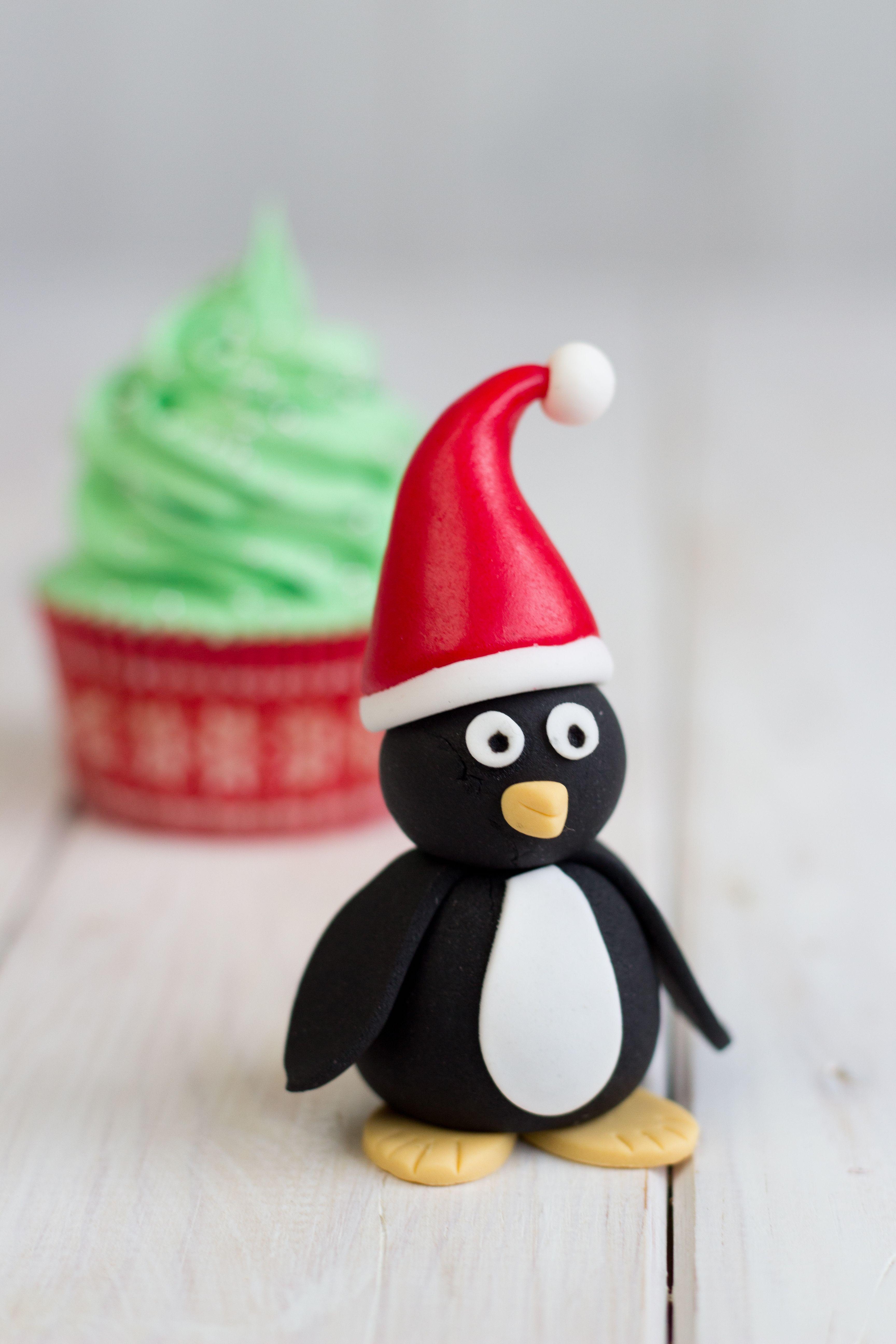 pingüino navideño modelado en fondant www.laguindadelpastel.es