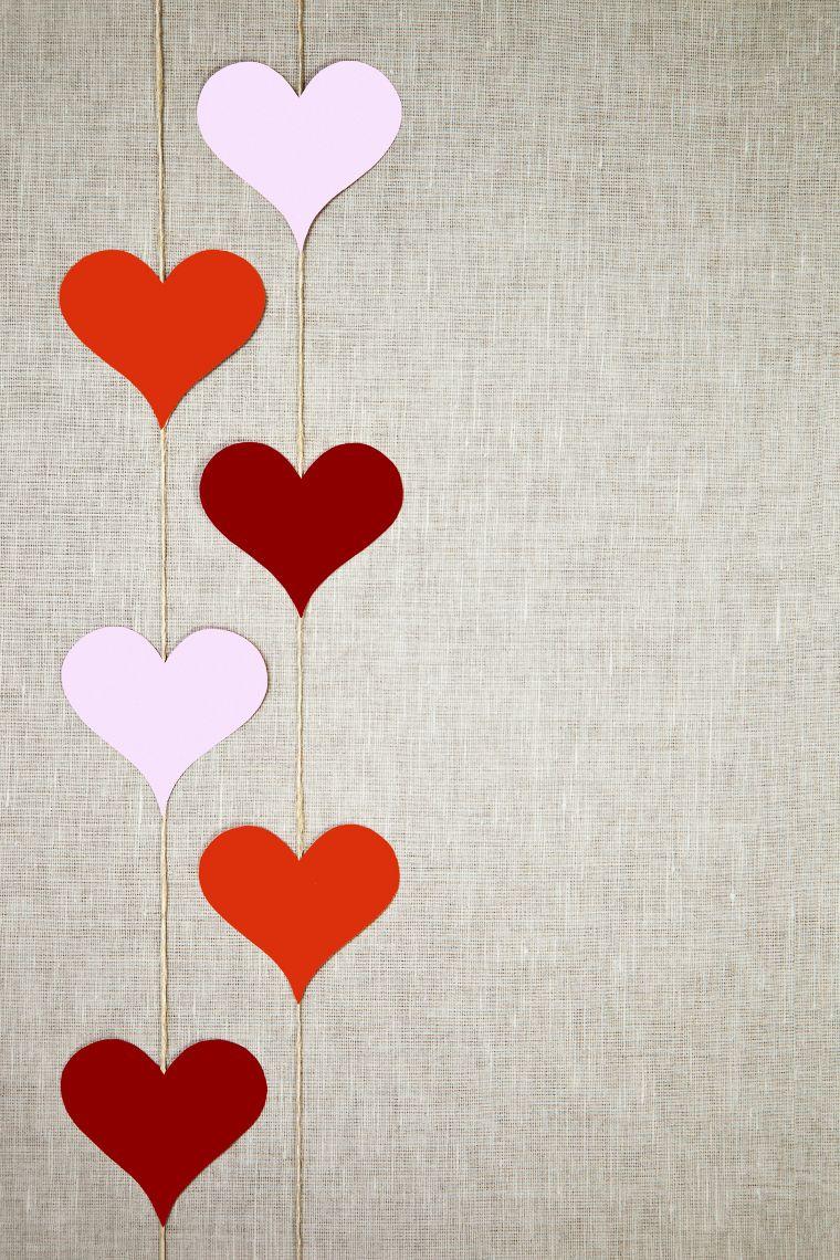 Cómo decorar tu hogar para San Valentín? | Heart garland, Garlands ...