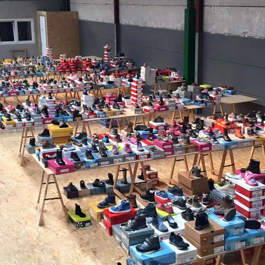 Grote stockverkoop kinderschoenen en dameskledij! -- Wielsbeke -- 19/08-21/08
