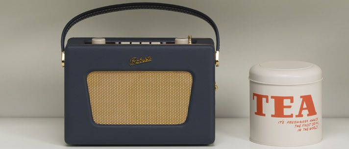 Roberts Radio Sovereign is a modern version of the Vintage R500 first released in 1964. The radio is available in three regal colours including Windsor Green, Sandringham Burgundy and Balmoral Blue, colours all fit for a Queen.