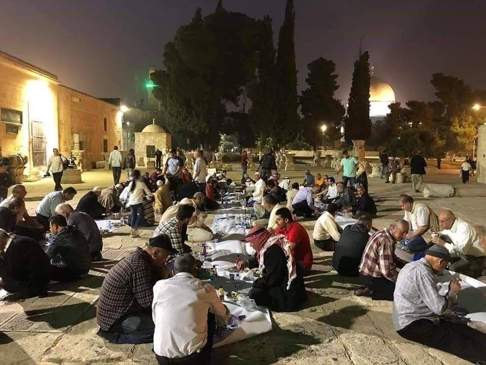 صور إفطار الصائمين في باحات المسجد الأقصى المبارك في اليوم الأول من شهر رمضان المبارك Dolores Park Park Travel