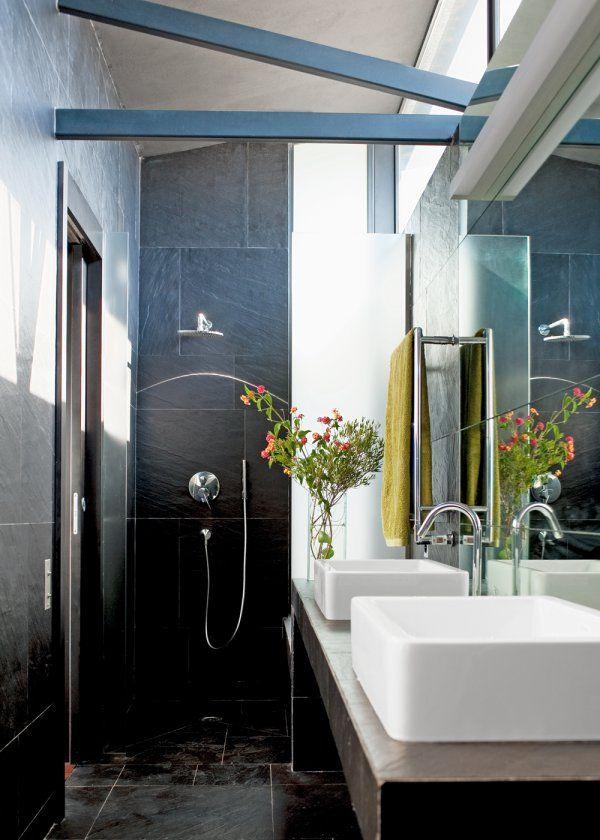 une petite salle de bain design conue en longueur - Amenager Une Petite Salle De Bain En Longueur