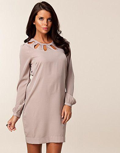 Women's fashion & designer clothes online
