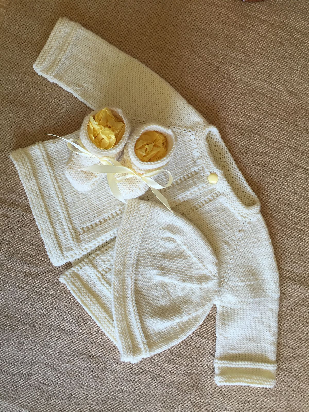 Ravelry: MarianneJudith\'s Liz\'s Baby Sweater Set | Knitting patterns ...