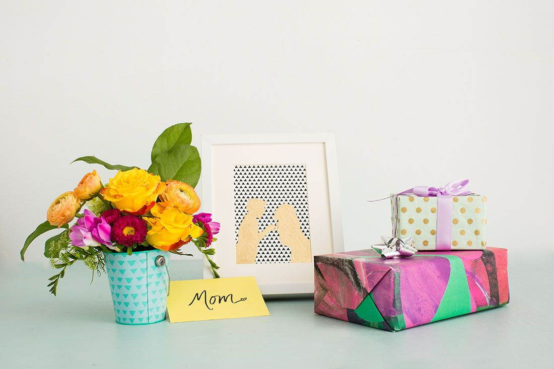 A new take on photos for mom gold leaf silhouettes via brit co