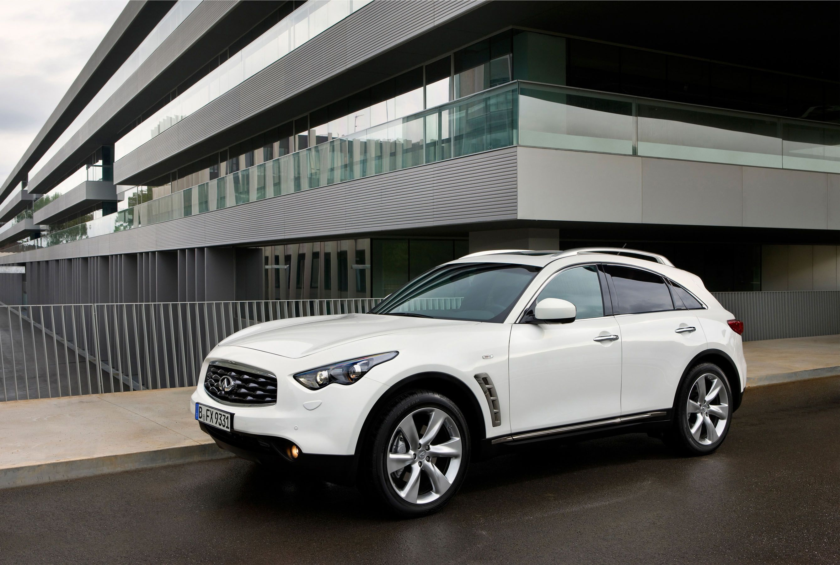 Infiniti Fx Performance Suv With Images Dream Cars Suv Cars